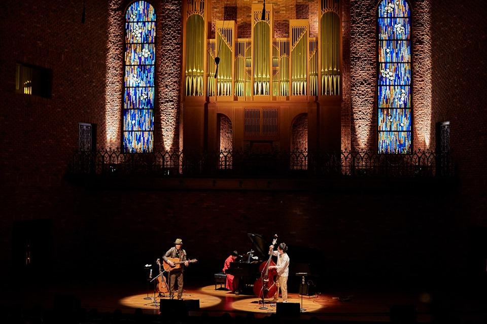 ベベチオさんのclassicコンサート「みつめ」の舞台美術にガラスアートが登場します。