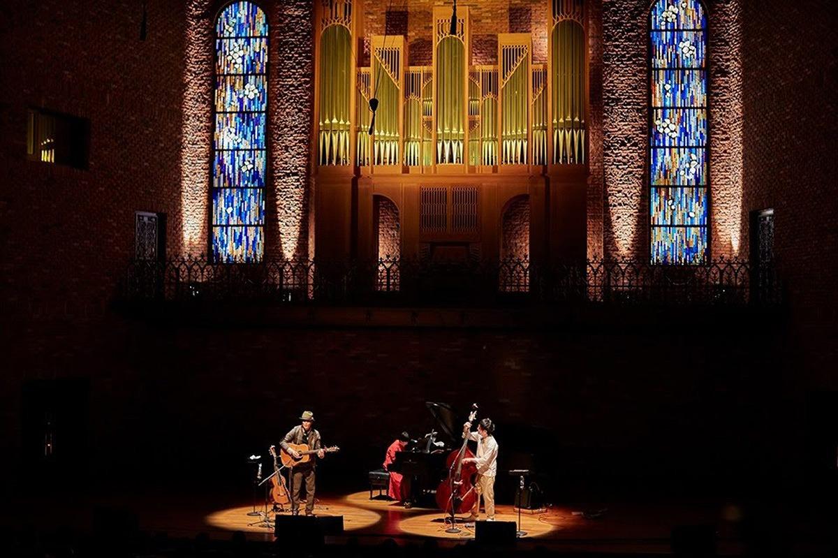 ベベチオさんのclassicコンサート「みつめ」2020の舞台美術にガラスアートが登場します。